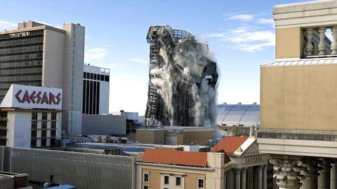 Explosión controlada del Casino Trump Plaza, en la ciudad de Atlantic Cit