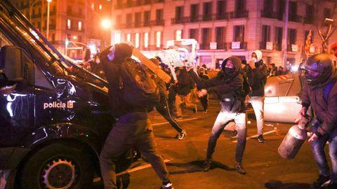 Disturbios producidos en Barcelona durante las protestas por el encarcelamiento del rapero Pablo Hasél