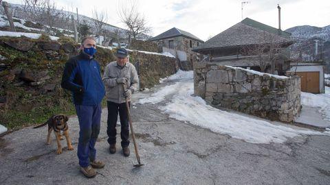 David López xunto cun veciño de Vilarello