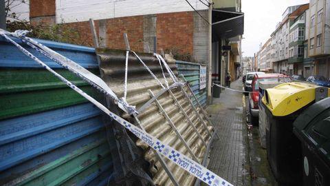 Parte del tejado de una terraza cayó sobre la calle Magnolia