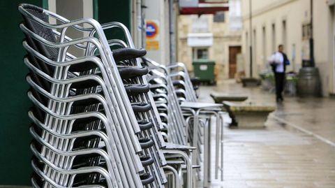 Bares cerrados por las restricciones sanitarias en la zona de vinos de Monforte