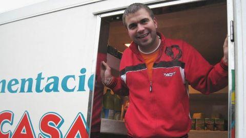 Alberto París gestiona dos camiones de reparto desde el 2005