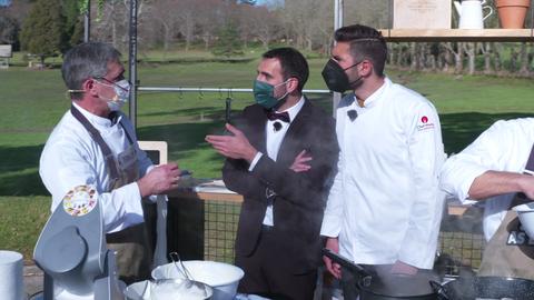 O finalista de 'Master Chef' 8, Iván Mariñas, participou activamente aconsellando aos cociñeiros durante a batalla