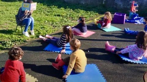 El video del CRA (red de escuelas unitarias) de Dodro muestra las ventajas de aprender en un entorno idílico, con jardines y grandes espacios al aire libre