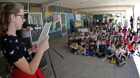 En marzo del 2019, todos los colegios de Rianxo -en la imagen, el Brea Segade- se unieron en un minuto de silencio contra los incendios forestales que periódicamente suceden en la zona