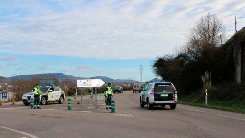 La Guardia Civil vigila el cumplimiento del cierre perimetral en Siero