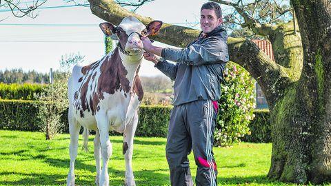 Alberto Lamas dirige esta firma que produce la leche con la que después fabrican sus conocidos quesos