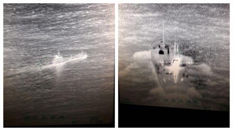 Imágenes tomadas desde el aire del buque mercante antes de su hundimiento.