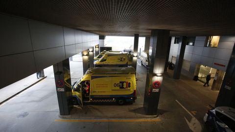 Chuac, ambulancias en la entrada de Urgencias