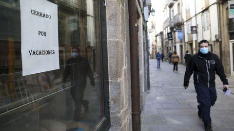 La mayoría de los restaurantes de la calle del Franco de Santiago seguirán cerrados pese a que la Xunta les permite reabrir a partir del viernes