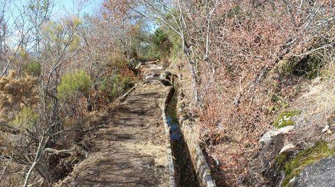 Tralos pasos do río Xesta, A Lama