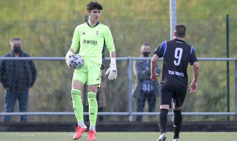 Diego Llamazares, durante el Roces - Real Oviedo de División de Honor
