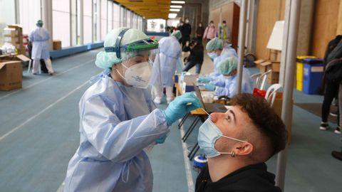 Cribado con test de antígenos a 3.300 estudiantes del campus de Pontevedra en la Facultade de Ciencias da Educación e do Deporte