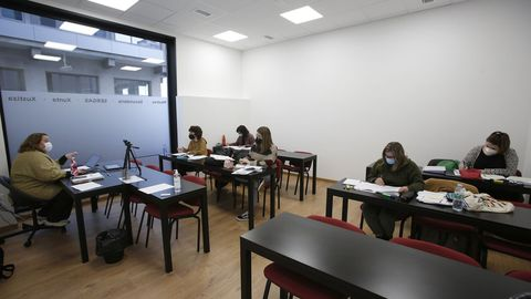Clase de repaso en la Academia Nós de A Coruña