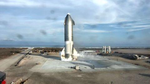 Captura del vídeo en el que se ve al cohete de SpaceX que explotó tras una prueba de lanzamiento