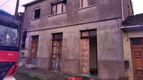 Los bomberos salvaron la estructura de la casa y tanto la planta baja como el piso primero sufrieron escasos daños