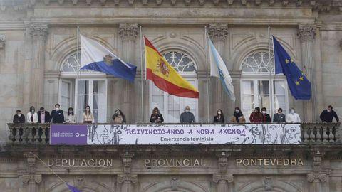Pancarta por el 8M en el balcón de la Diputación de Pontevedra