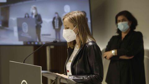 La periodista Susana Pedreira durante la lectura del manifiesto del 8M en Pontevedra