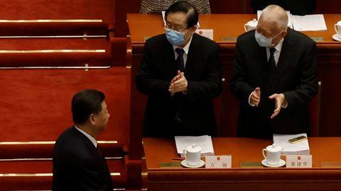 Xi Jinping es aplaudido por los delegados de la Asamblea Nacional