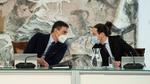 El presidente del Gobierno, Pedro Sánchez, y el vicepresidente segundo, Pablo Iglesias, en una reunión del Consejo de Ministros