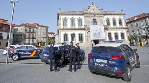 La policía vigila que se cumplan las normas Covid en las terrazas