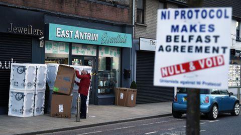 Cartel contra los controles fronterizos del «brexit», en el puerto de Larne