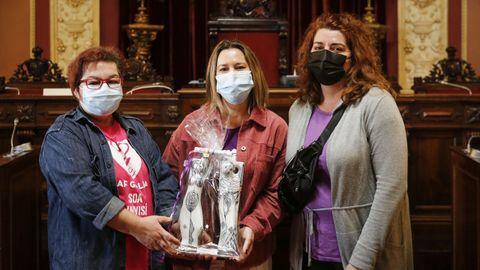 María Xosé Fernández, Mesalina López Gardós y Mónica Márquez recogieron el premio en representación de las profesionales de Servizo de Axuda no Fogar