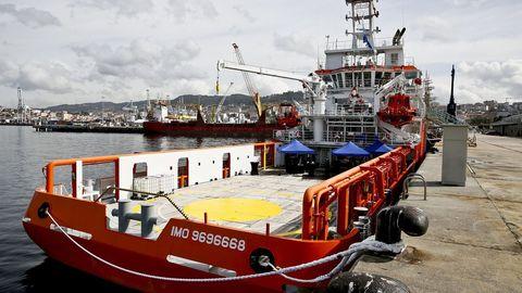 Como prueba de que la flota comunitaria cumple en general la normas, Europeche se remite a los resultados de las inspecciones de la Agencia Europea de Control de la Pesca, cuyo buque Lundi Sentinel aparece en una foto de archivo en Vigo
