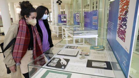 A mostra reúne fotos, debuxos orixinais, cartas, borradores de publicacións e outros materiais inéditos