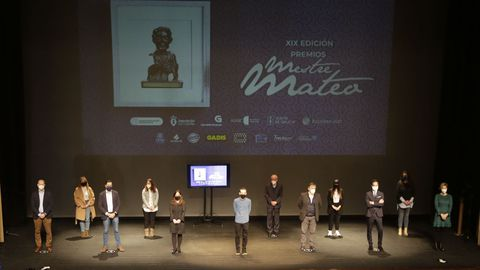 Foto de familia da presentación dos Premios Mestre Mateo, na súa XIX edición, no Teatro Colón da Coruña