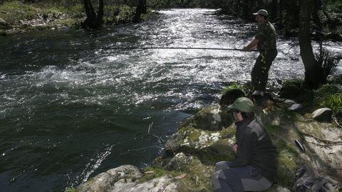 Terras de Burón: río Eo a su paso por A Fonsagrada, muy apreciado por los pescadores