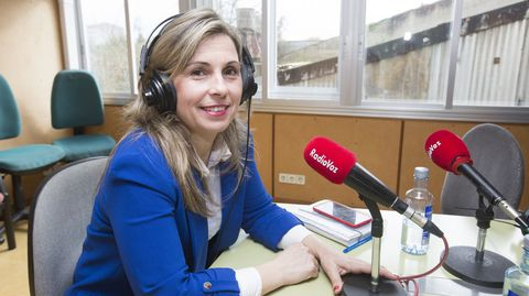 Mónica Rodríguez, alcaldesa de Vimianzo, en una visita a Radio Voz, antes de la pandemia
