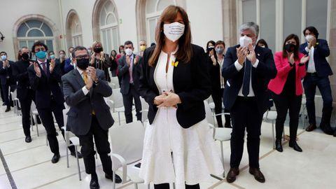 Laura Borràs es aplaudida por sus compañeros tras ser elegida nueva presidenta del Parlamento catalán