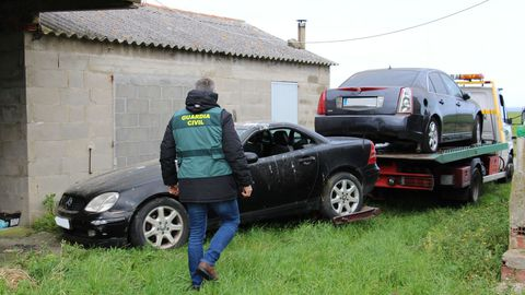 La Guardia Civil de Lugo requisó dos vehículos y los mandó directos a la chatarrería