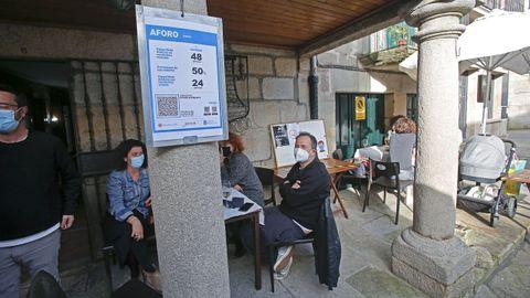 Los carteles con los aforos y los códigos QR ya están extendidos en los locales de hostelería de la ciudad de Pontevedra que están abiertos