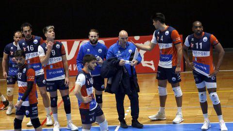 Emilio Palacio podrá contar con todos los jugadores para disputar el derbi