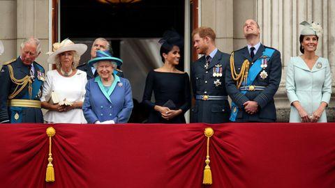 La familia real  en un balcón del palacio de Buckingham durante la conmemoración del centenario del Royal Air Force, el 10 de julio del 2018
