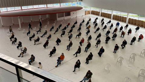 Vacunación masiva contra el covid-19 en A Coruña. Los vacunados en Expocoruña han de esperar quince minutos tras el pinchazo en una sala habilitada para comprobar que no sufren reacciones alérgicas