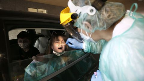 Realización de pruebas anticovid a niños en A Mariña