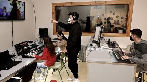 Alumnos del IES Audiovisual de Vigo haciendo prácticas de realización