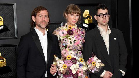 Taylor Swift con Aaron Dessner y Jack Antonoff