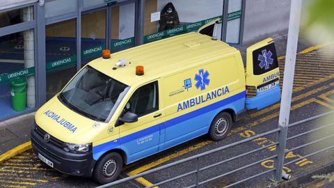 Entrada del servicio de urgencias del hospital Montecelo, en Pontevedra, donde este lunes hay 25 pacientes covid ingresados, 8 de ellos en uci
