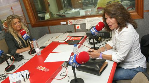 En Radio Voz Ferrol en el año 2011, cuando era candidata al Congreso, y junto a la entonces secretaria de Organización del PSOE, Beatriz Sestayo