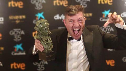 El director Abraham López Guerrero con el Premio Goya a Mejor Cortometraje de Animación 2021