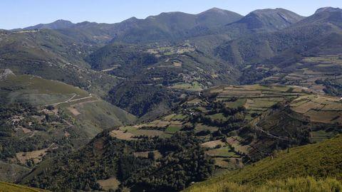Vista das montañas de Os Ancares, en Cervantes