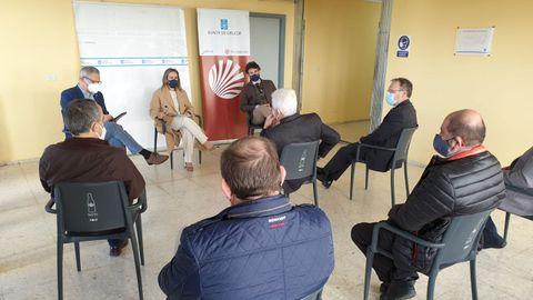 Reunión de la conselleira de Infraestruturas y cargos de la Xunta con representantes de los transportistas