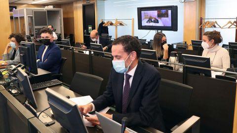 El portavoz adjunto de Cs, Edmundo Bal, y el portavoz de ERC en el Congreso, Gabriel Rufián, entre otros, durante la comparecencia por videoconferencia de Luis Bárcenas en la Comisión de Investigación del Congreso