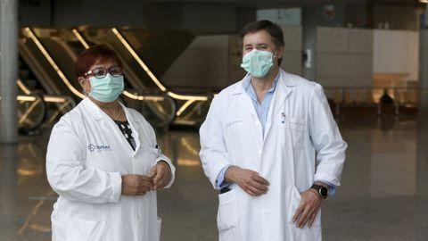 Isabel Diéguez, jefa de las ucis del CHUF, y Francisco Castro, jefe de la unidad de Anestesia y Reanimación, que se unió al servicio de ucistas para ayudarles en la pandemia