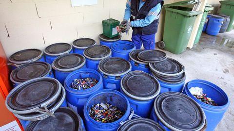 Las pilas son otro de los materiales abundantes en el punto limpio