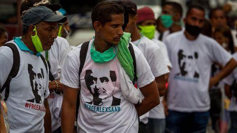 Manifestantes con camisetas con el rostro de Saab, en un acto en demanda de su excarcelación el pasado mes de febrero